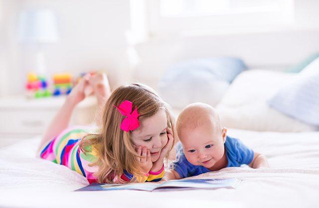 【赤ちゃんの笑顔が見れる】おすすめ布絵本を25冊ご紹介!