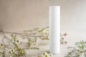 美白化粧水について 美白化粧水と植物の図