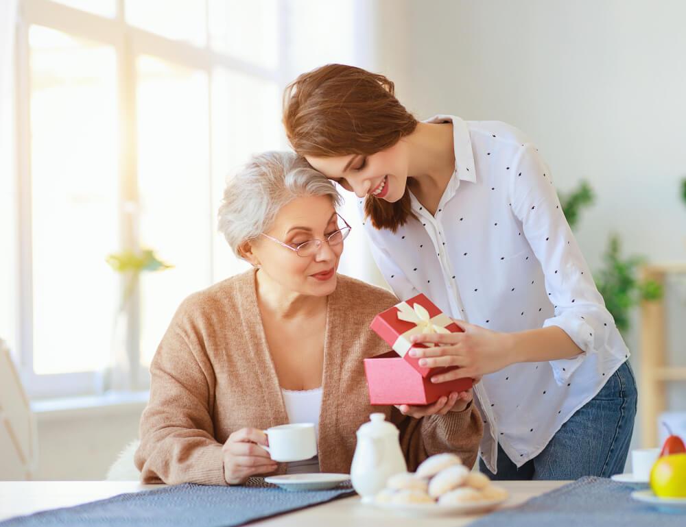 母の日におすすめのプレゼント18選!母の日ギフトの予算相場や選び方についてご紹介