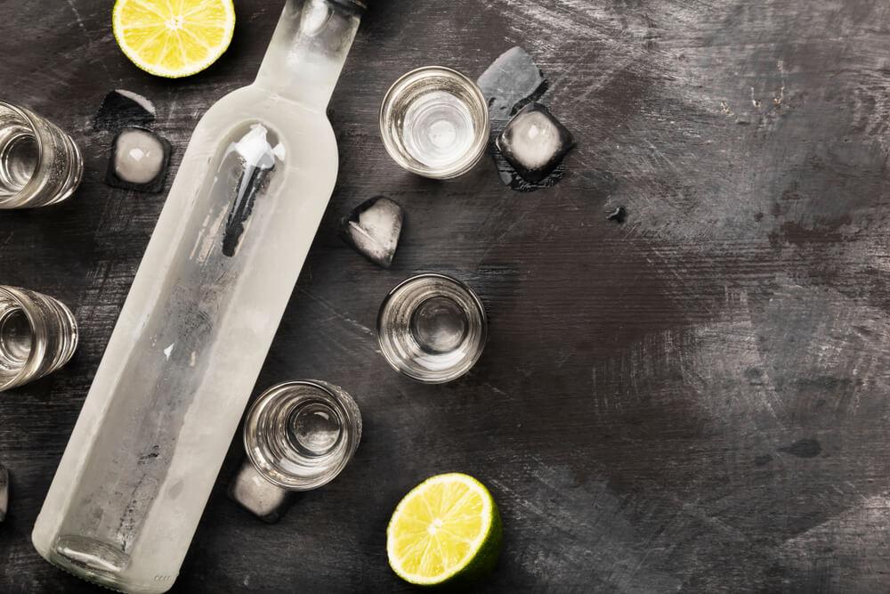 気軽に楽しめるおすすめのウォッカ15選 ウォッカの種類や飲み方を知って、バーで定番のお酒を家でも楽しもう!