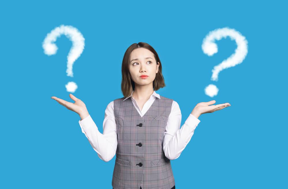 転職エージェントと転職サイトの違いって? 悩む女性の図