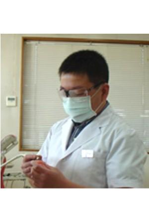 青柳歯科診療所の院長の画像