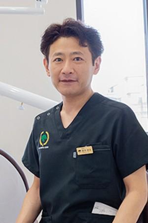 あらい歯科の院長の画像