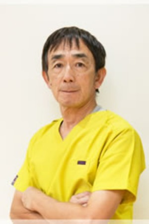 江崎歯科医院の院長の画像