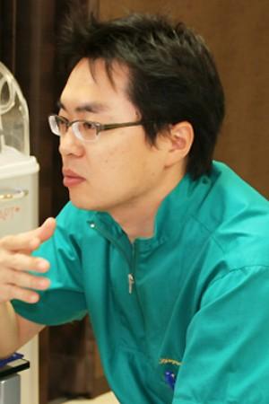 新百合山手ファースト歯科の院長の画像