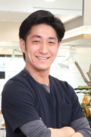 横浜駅西口歯科の院長の画像