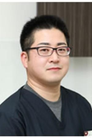 おくしま歯科クリニックの院長の画像