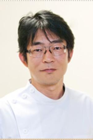 初岡歯科医院の院長の画像