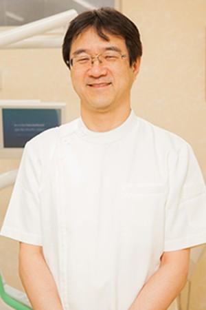 こうの歯科医院の院長の画像