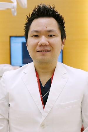鴻池ファミリー歯科の院長の画像